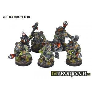 Kromlech   Orc Model Kits Orc Greatcoats Tank Hunters Team - KRM036 - 5902216111592