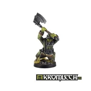 Kromlech   Orc Model Kits Orc Greatcoat with Two-Handed Axe - KRM057 - 5902216111806